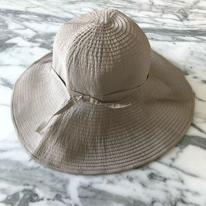 Packable wide brimmed ribbon hat